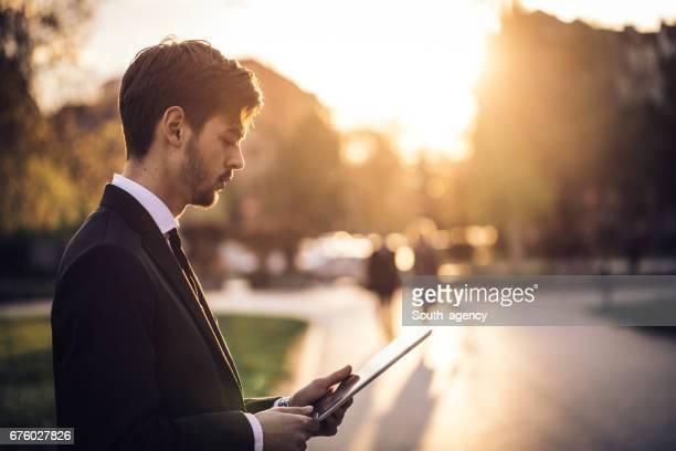 Geschäftsmann mit einem tablet PC