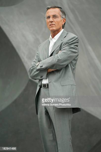 businessman with arms folded - colarinho aberto - fotografias e filmes do acervo