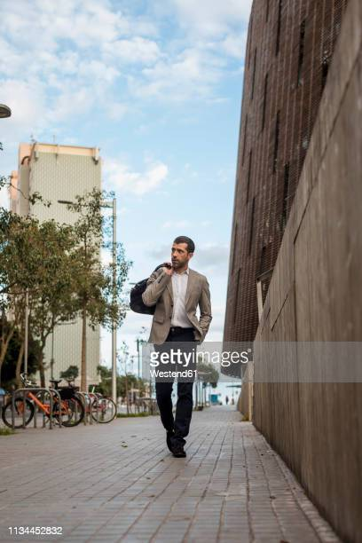 businessman with bag walking in the city - 接近する ストックフォトと画像