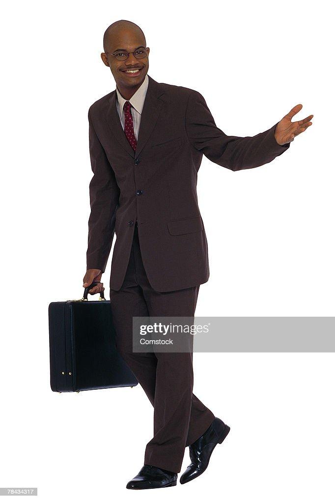 Businessman with briefcase walking : Stockfoto