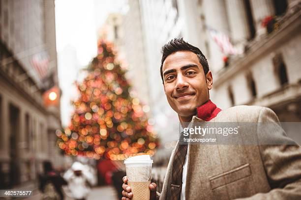ビジネスマンにコーヒー、マグにウォールストリート
