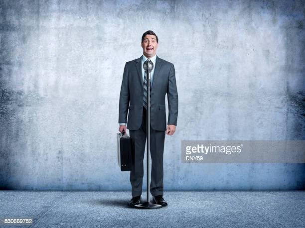 人前で話すの恐怖を持ったビジネスマン - あがり症 ストックフォトと画像