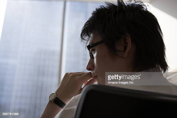businessman with hand on chin - 顎に手をやる ストックフォトと画像