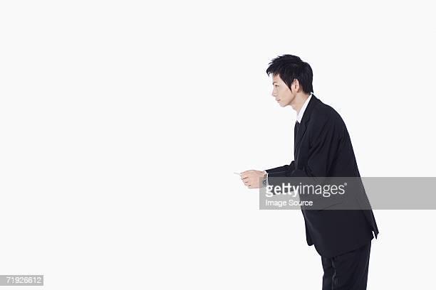 ビジネスマン、彼のビジネスカード - お辞儀 ストックフォトと画像
