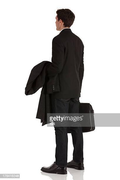 Empresario con abrigo y maletín