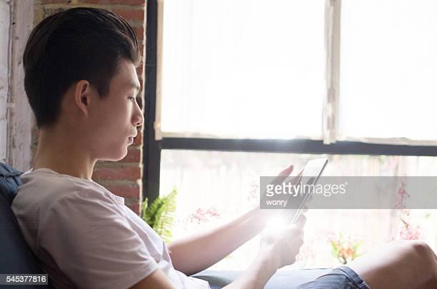 Geschäftsmann, arbeiten mit tablet