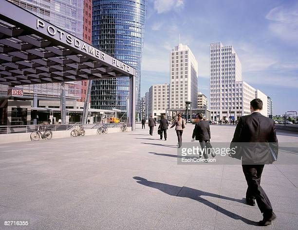 Businessmen and women walking to work