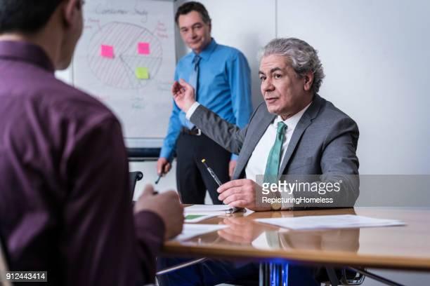 Geschäftsleute im Strategie-Meeting