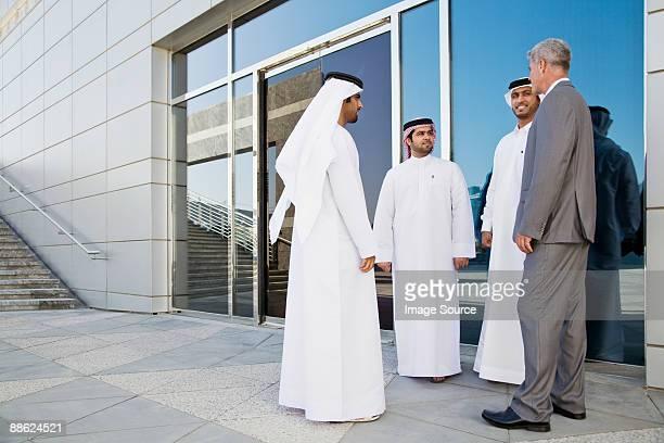 businessmen in a meeting - arabische kultur stock-fotos und bilder