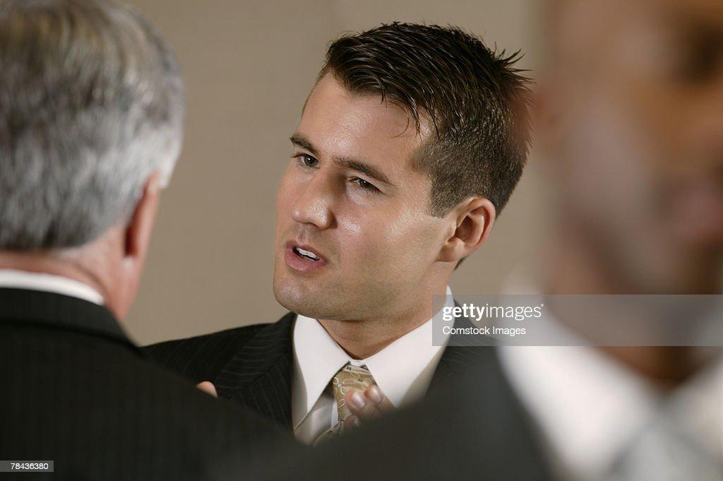 Businessmen in conversation : Stockfoto