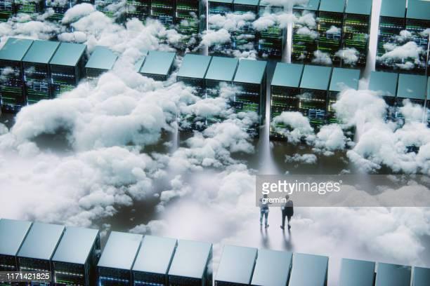 businessmen in front of maze - cloud computing foto e immagini stock