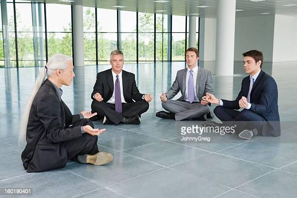 Uomini d'affari Meditare