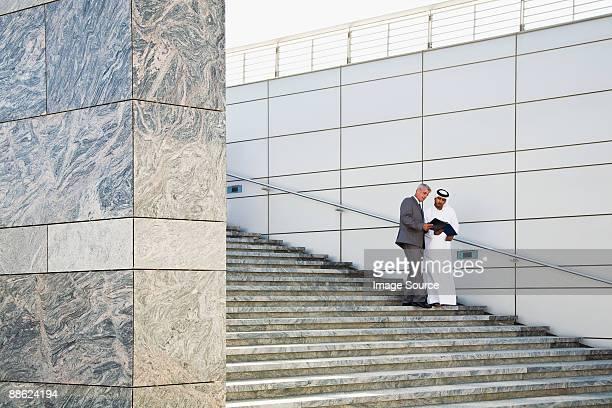 businessmen on steps - 中東文化 ストックフォトと画像