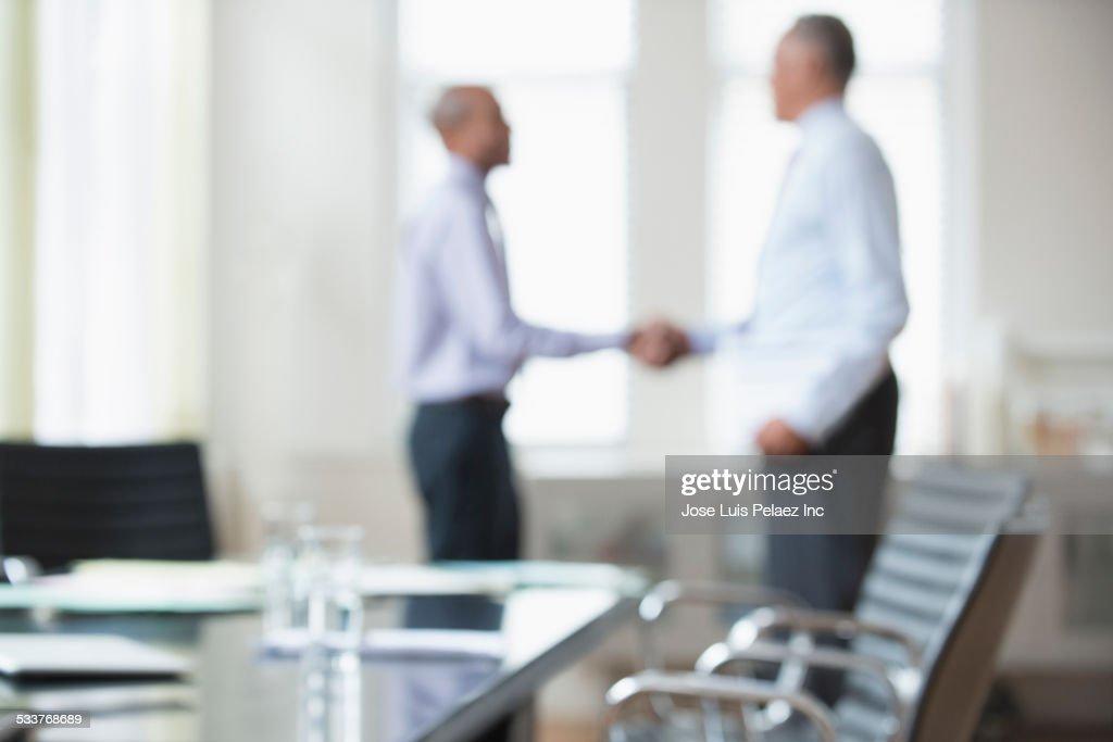 Businessmen shaking hands office meeting : Foto stock
