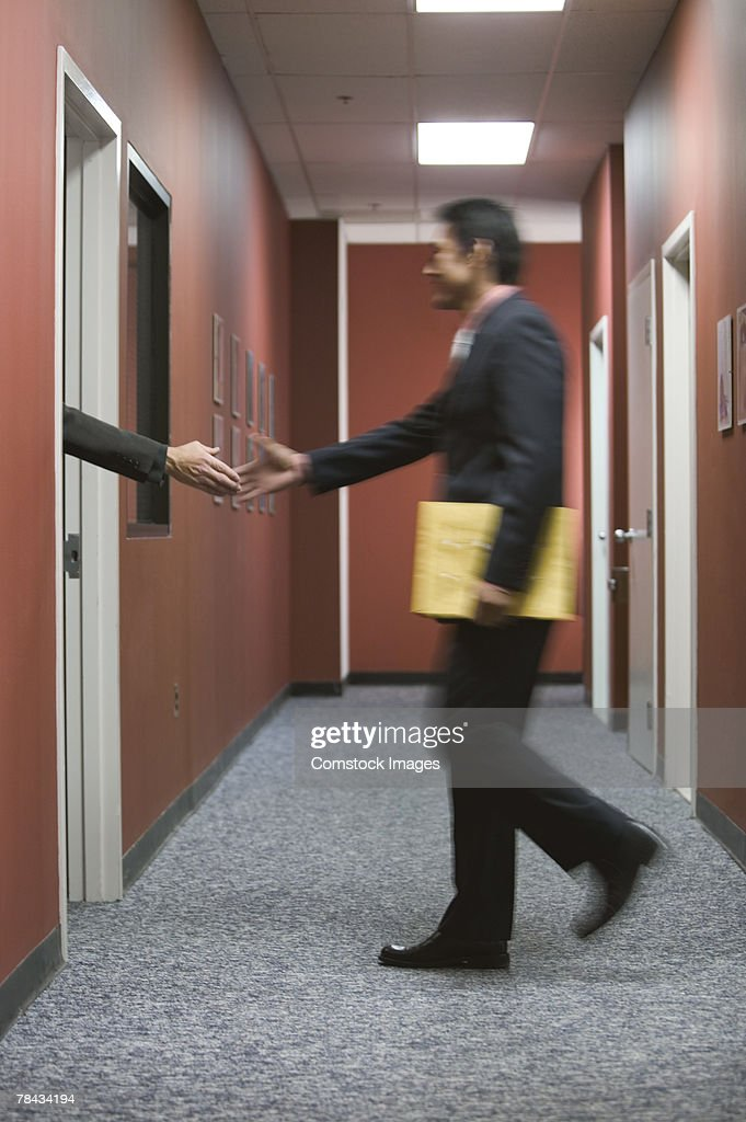 Businessmen shaking hands : Stockfoto