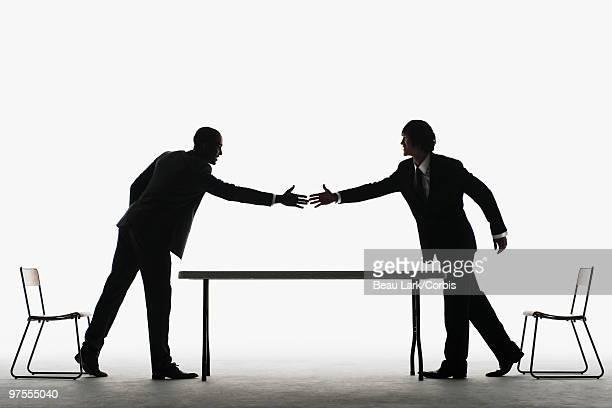 businessmen shaking hands - 湾 ストックフォトと画像