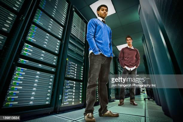 businessmen standing together in server room - low angle view - fotografias e filmes do acervo