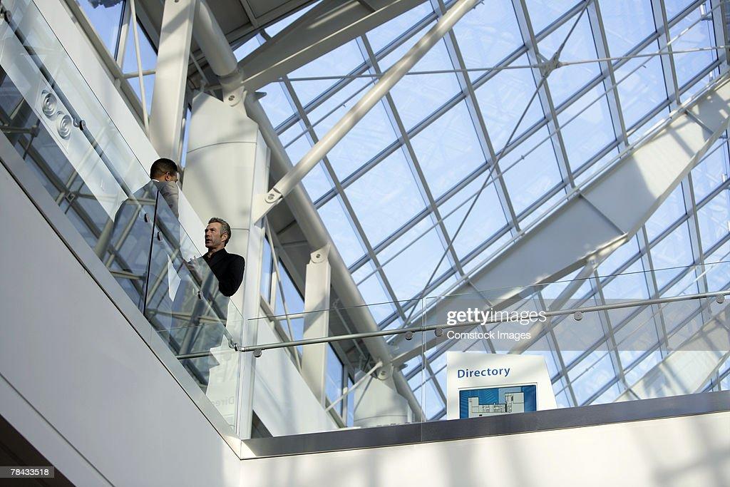 Businessmen talking : Stockfoto