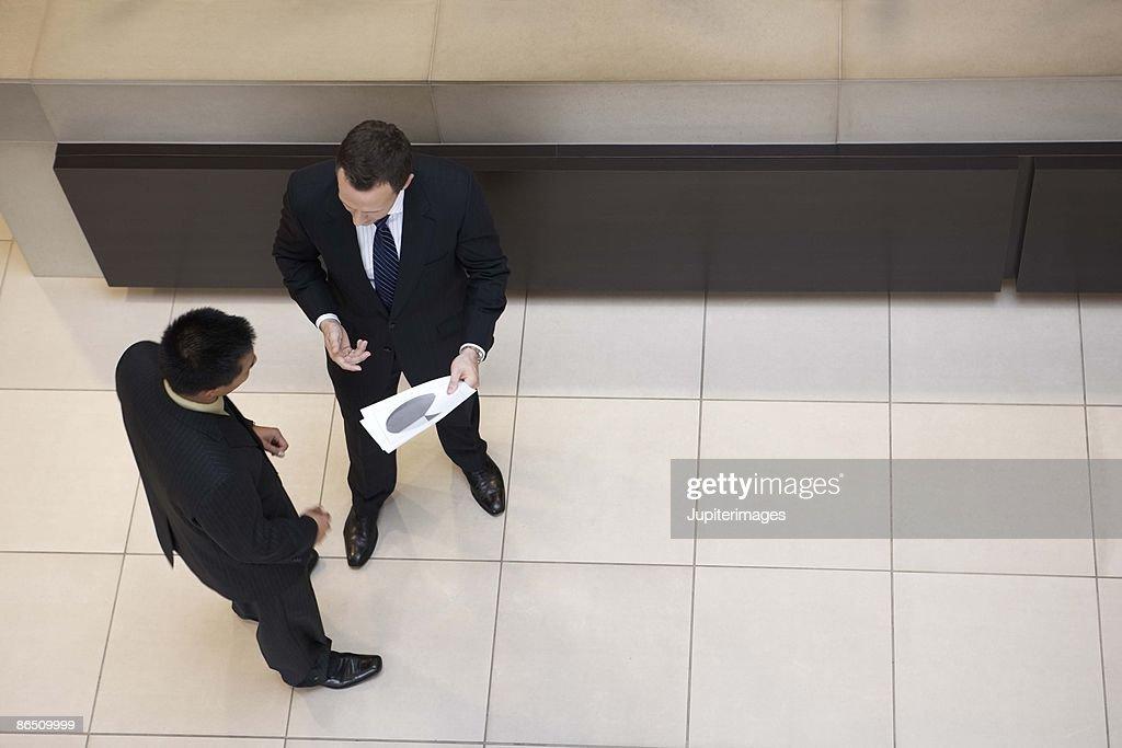 Businessmen talking : Foto de stock