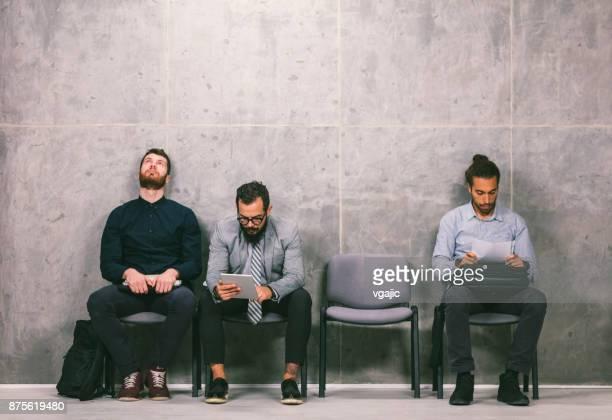 empresários, à espera de uma entrevista - job centre - fotografias e filmes do acervo