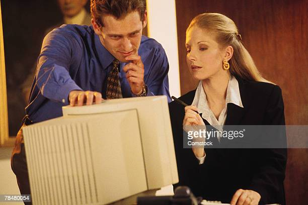 businesspeople at computer - 1990 1999 stockfoto's en -beelden