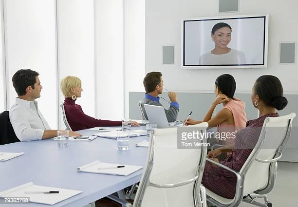 ビジネスマンが、ビデオコンファレンス