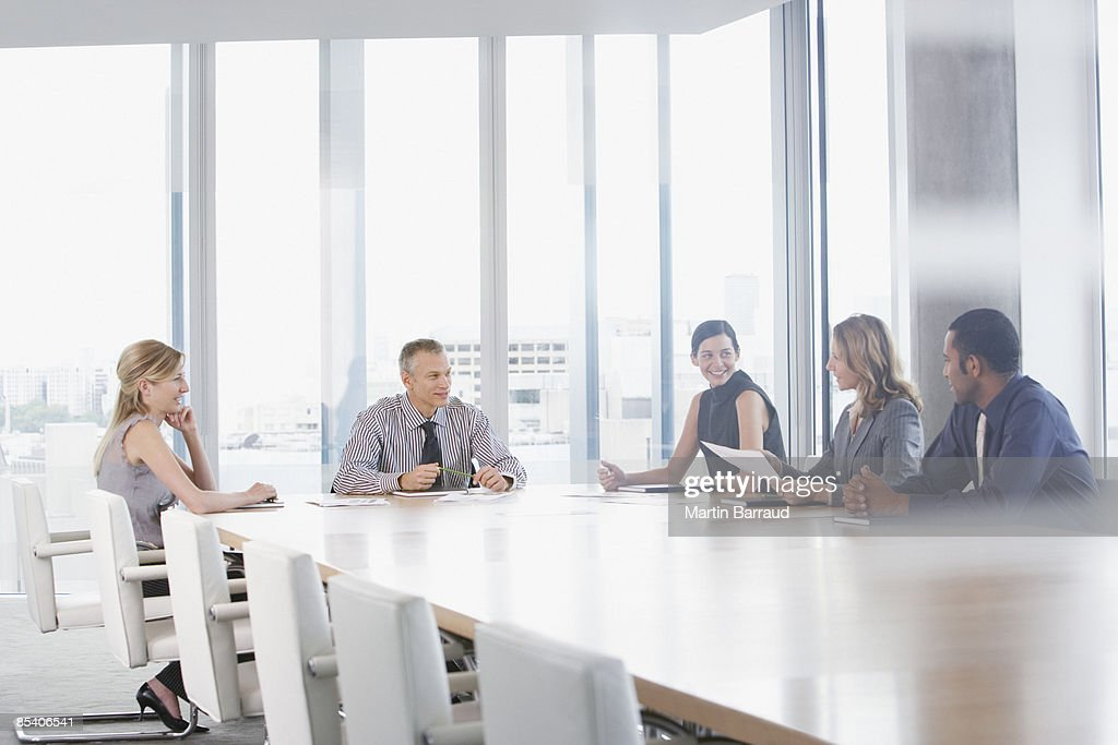 Geschäftsleute, die Tagung im Konferenzraum : Stock-Foto