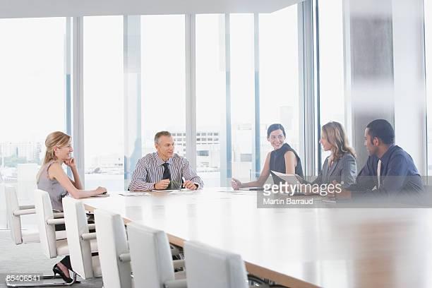 businesspeople having meeting in conference room - conferentietafel stockfoto's en -beelden