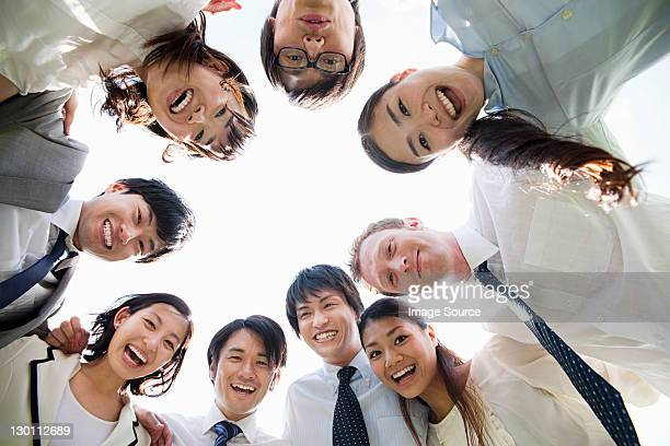 businesspeople in a circle - 作戦会議 ストックフォトと画像