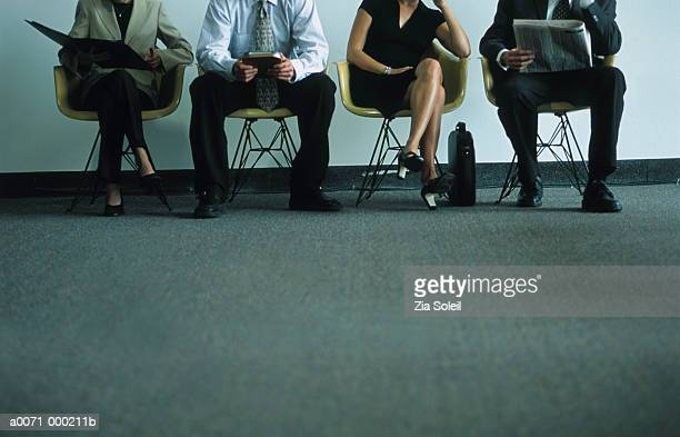 businesspeople in waiting room - candidato foto e immagini stock
