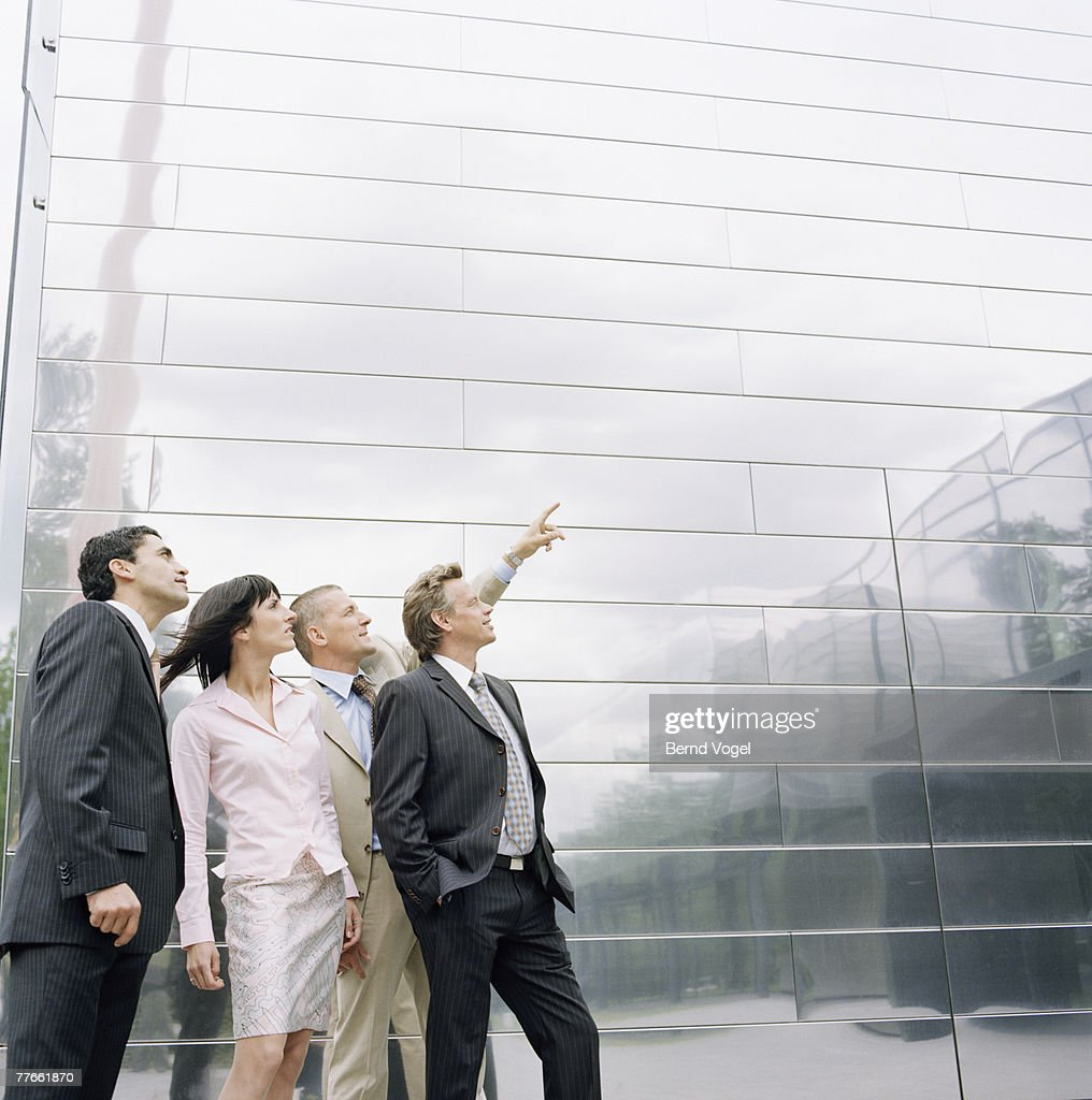 Businesspeople Looking Up at Something : Stock-Foto