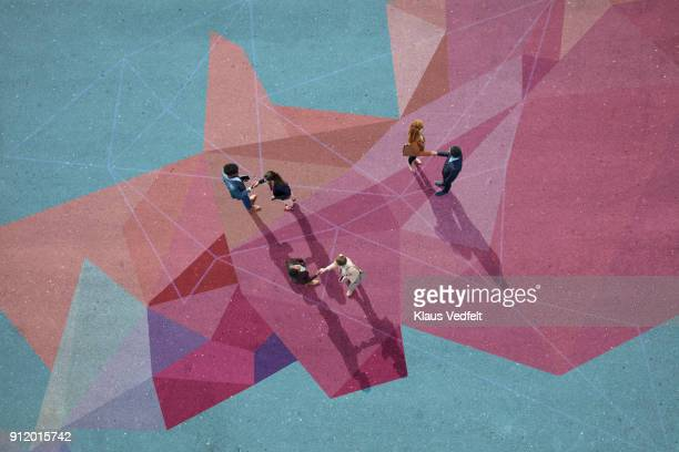 businesspeople making handshakes, while standing on painted pattern on asphalt - concentratie stockfoto's en -beelden
