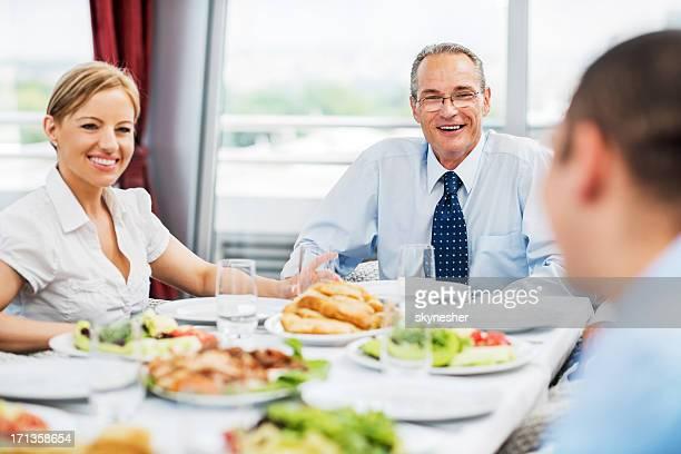 Geschäftsleute auf Mittagessen.