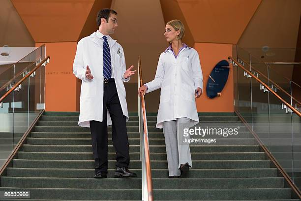 businesspeople on stairs - down blouse photos et images de collection