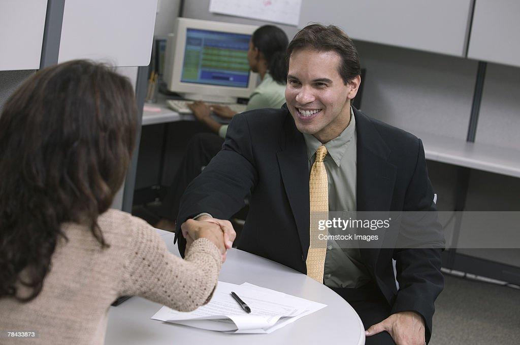 Businesspeople shaking hands : Stockfoto