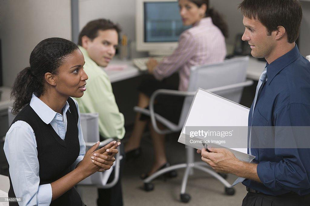 Businesspeople talking : Stockfoto
