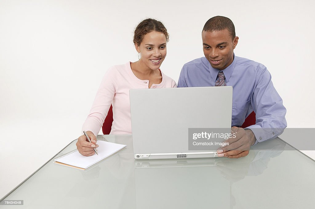 Businesspeople using a laptop : Stockfoto