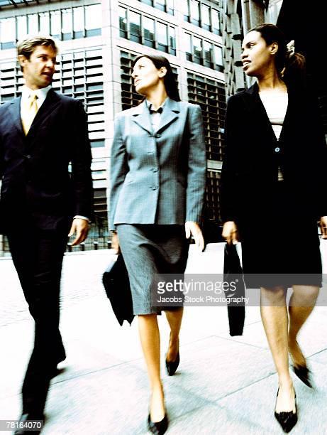 businesspeople walking - 接近する 女性 ストックフォトと画像