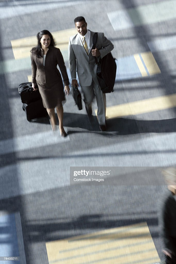 Businesspeople walking : Stockfoto