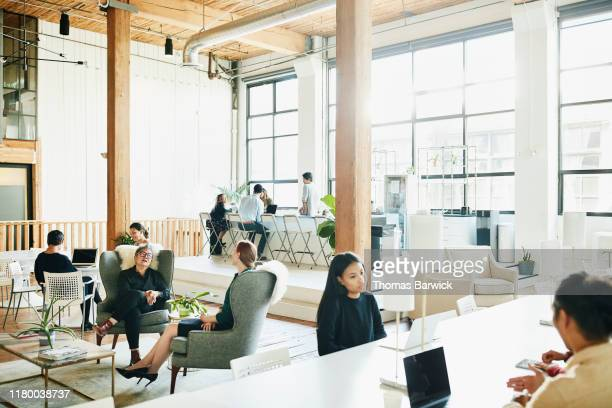 businesspeople working in coworking office space - personne secondaire photos et images de collection