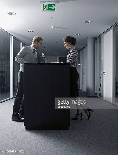 businesspeople working in office - mindzoom 2 stock pictures, royalty-free photos & images