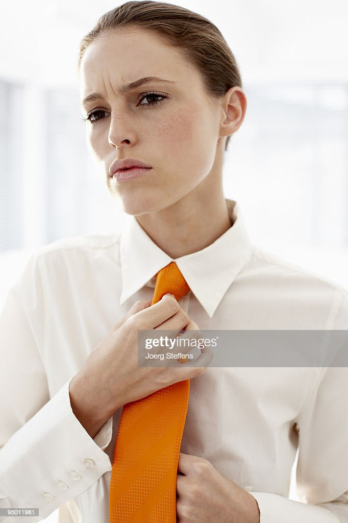 Businesswoman adjusting tie : Foto de stock