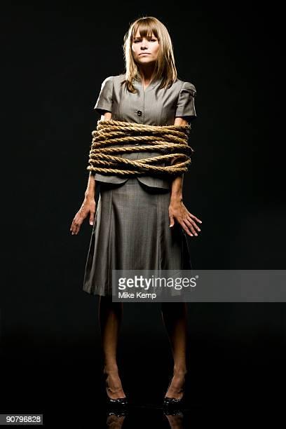 businesswoman all tied up with ropes - frau gefesselt stock-fotos und bilder