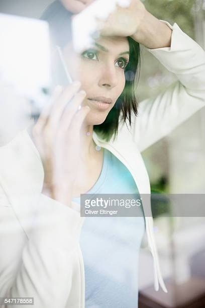 businesswoman at window - oliver eltinger stock-fotos und bilder