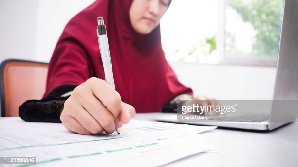 businesswoman at work - religious veil stock pictures, royalty-free photos & images