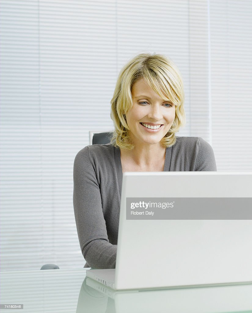 Businesswoman at work : Bildbanksbilder