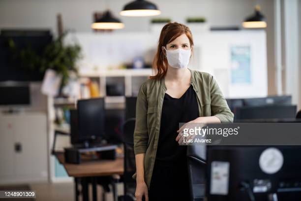 businesswoman back to work at office after pandemic lockdown - パンデミック ストックフォトと画像