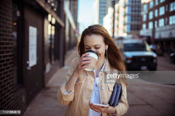 businesswoman commuting - on the move stock pictures, royalty-free photos & images