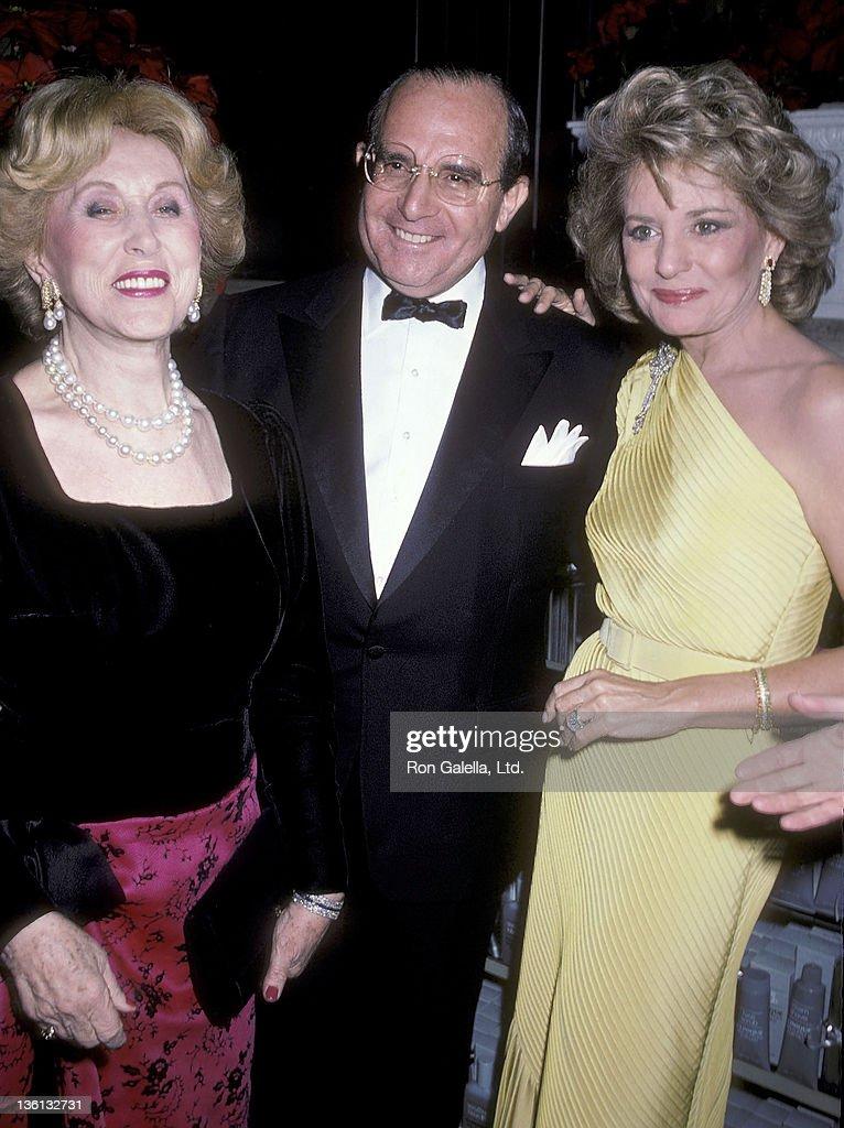 11th Annual Lord & Taylor Rose Award Salute to Barbara Walters : News Photo
