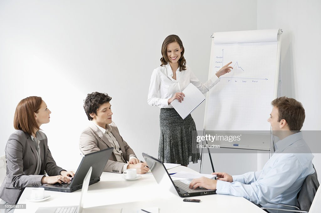 Businesswoman giving presentation in a meeting : Stock-Foto